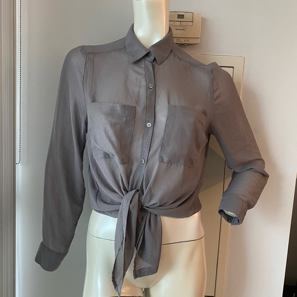 👛2/$40 H&M blouse size US 6 (Small)
